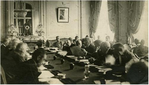 Hình 1: Hội nghị hòa bình ở Véc-xai (1919 – 1920)