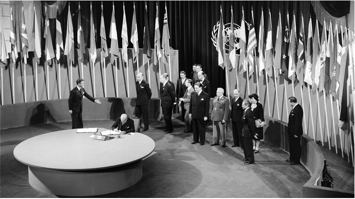 Hình 3: Lễ kí Hiến chương Liên hợp quốc tại Xan Phranxico (Mĩ)