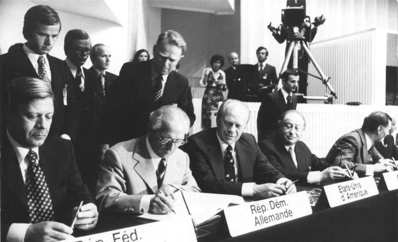 Hình 1: Buổi kí kết Định ước Helsinki (1975)